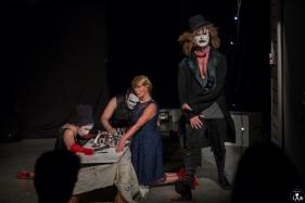 11 Compagnia_Le_Saracinesche-Lyra_teatro-Requiem_per_alice-Helga_Bernardini-5262
