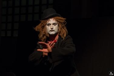 2 Compagnia_Le_Saracinesche-Lyra_teatro-Requiem_per_alice-Helga_Bernardini-5249