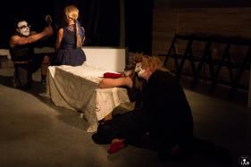 6 Compagnia_Le_Saracinesche-Lyra_teatro-Requiem_per_alice-Helga_Bernardini-5227