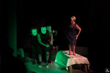 7 Compagnia_Le_Saracinesche-Lyra_teatro-Requiem_per_alice-Helga_Bernardini-5242