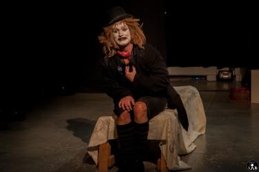 8 Compagnia_Le_Saracinesche-Lyra_teatro-Requiem_per_alice-Helga_Bernardini-5246 - Copia - Copia